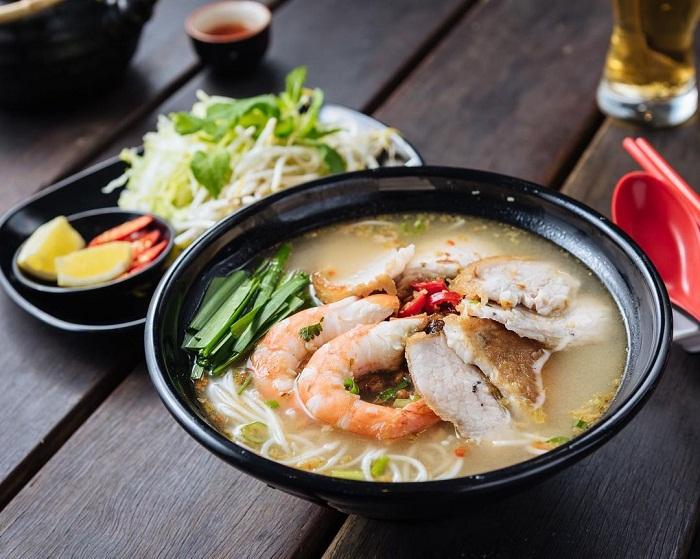 Bún gỏi già cũng là một trong những món ăn ngon ở Tiền Giang. Ảnh: misterminhmelbourne