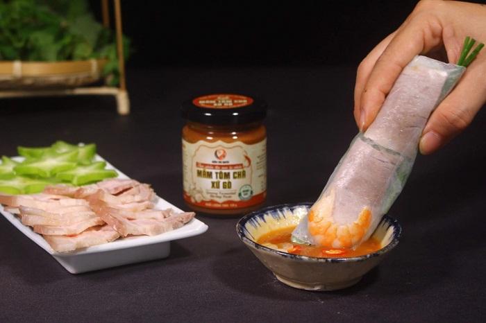 Nhắc đến mắm miền Tây thì không thể không nhắc đến món mắm tôm chà, đặc sản trứ danh của miền đất Tiền Giang.