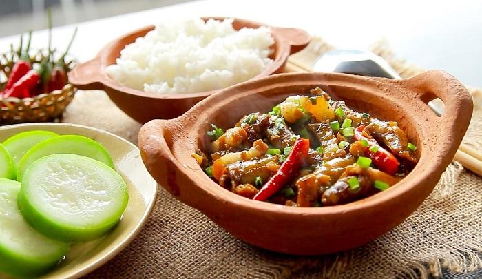 Món này mà được ăn kèm với chén cơm nóng hổi cùng rau sống tươi ngon thì chẳng gì bằng. Ảnh: dvpmarket