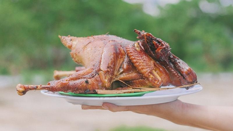 Gà để làm gà đốt phải là giống gà đồi, chắc thịt