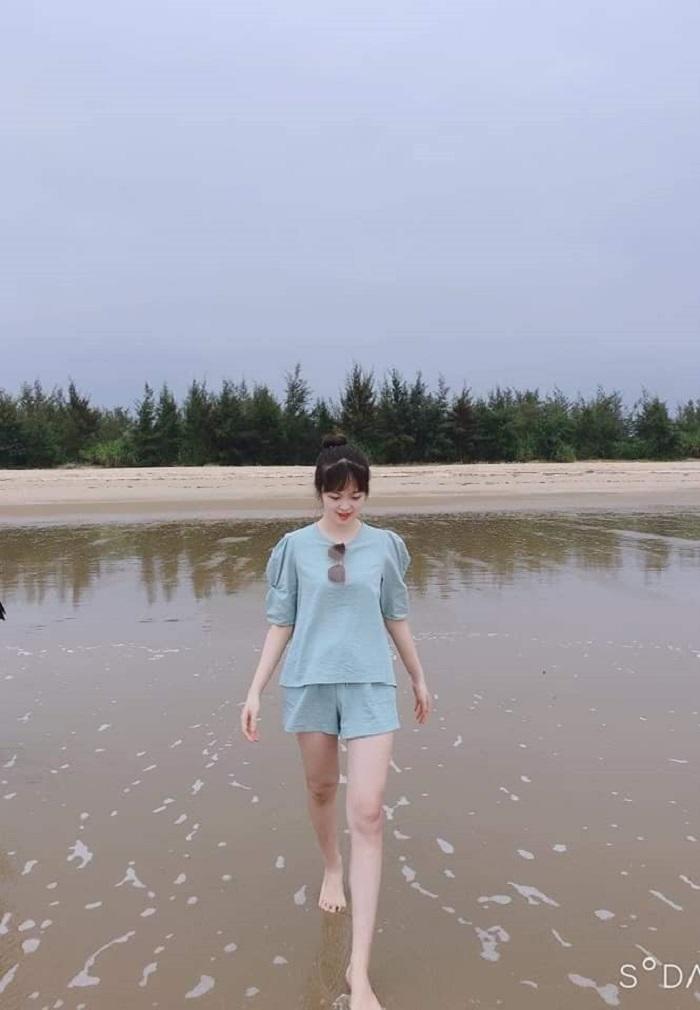 Tắm biển hay dạo biển chụp ảnh đều là trải nghiệm thi vị trên đảo Vĩnh Thực. Ảnh: Du lịch khám phá đảo Vĩnh Thực