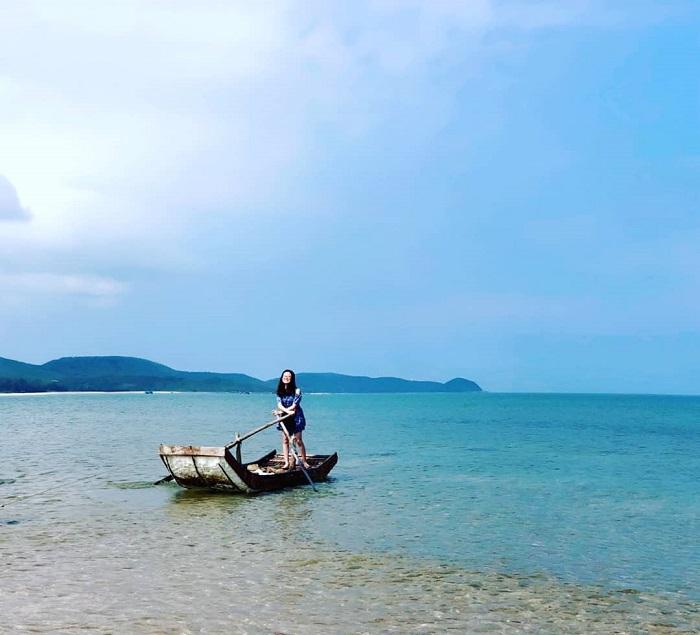 Làn nước xanh trong, quyến rũ của đảo Vĩnh Thực. Ảnh:vh_kuching