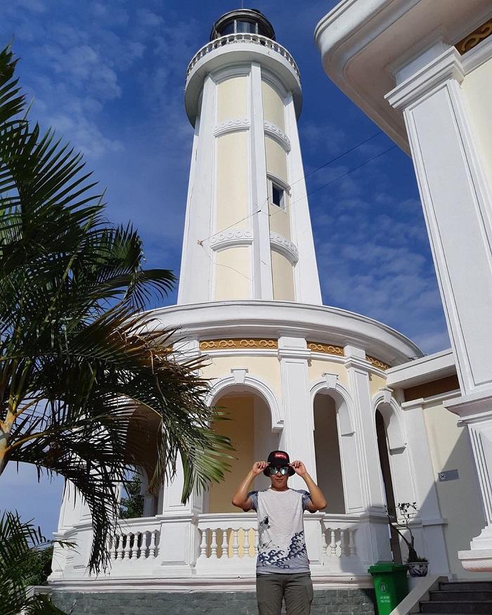 Vẻ đẹp bề thế của ngọn hải đăng trên đảo Vĩnh Thực. Ảnh:hoangvuk194