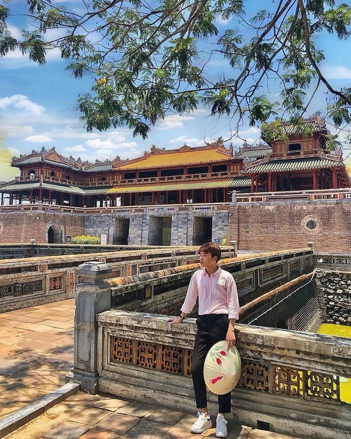 Đại Nội Huế nằm kế bên dòng sông Hương thơ mộng. Ảnh: wolverineair