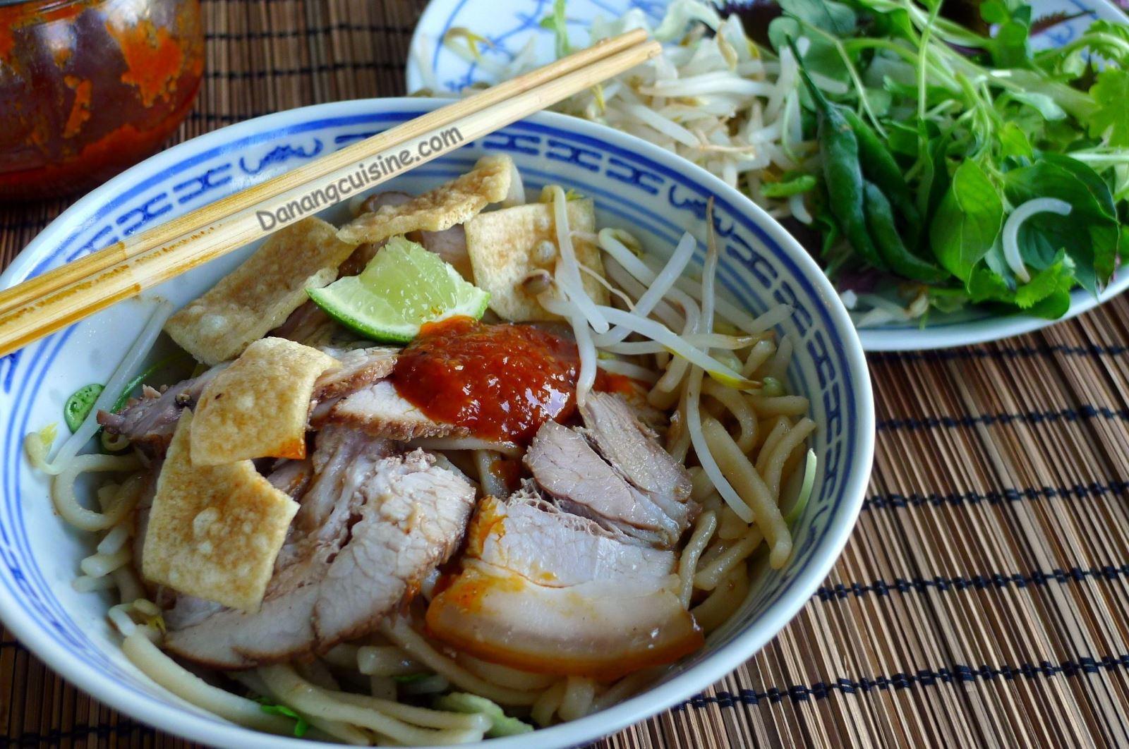 Nước dùng để ngâm gạo thơm làm cao lầu phải là nước tro, nấu củi lấy từ Cù Lao Chàm.