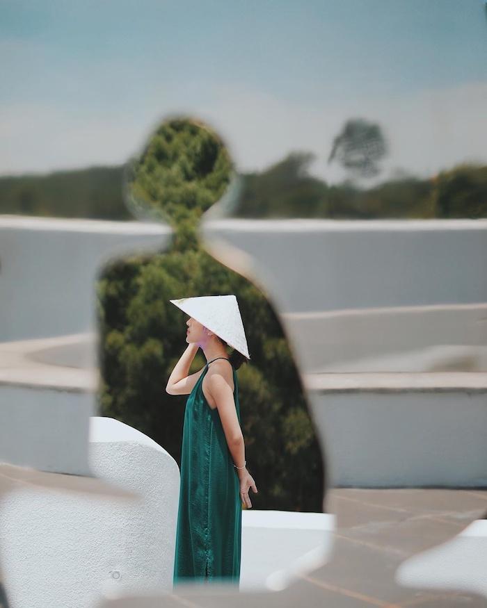 Không cần phải phục trang cầu kỳ, bạn chỉ cần đứng vào là có ảnh đẹp! Ảnh: vnexpress.net