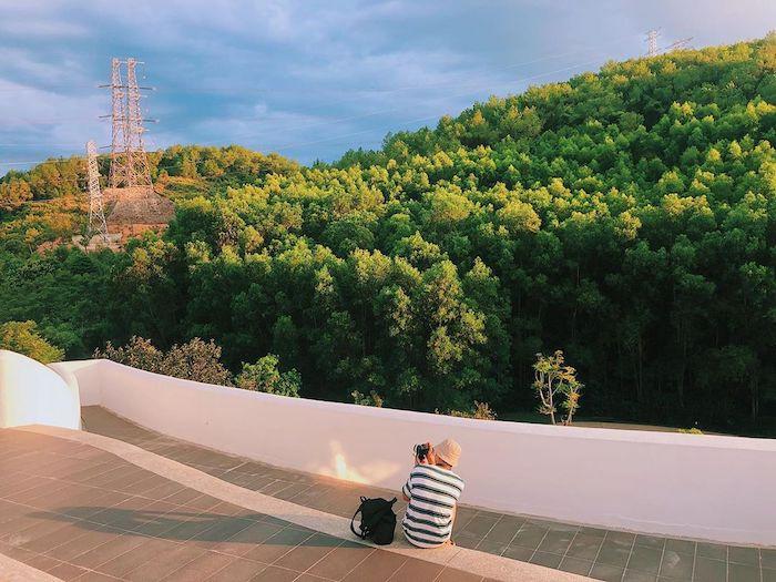 Khu trưng bày nghệ thuật được thiết kế vô cùng hiện đại, hài hoà với thiên nhiên. Ảnh: kenh14.vn